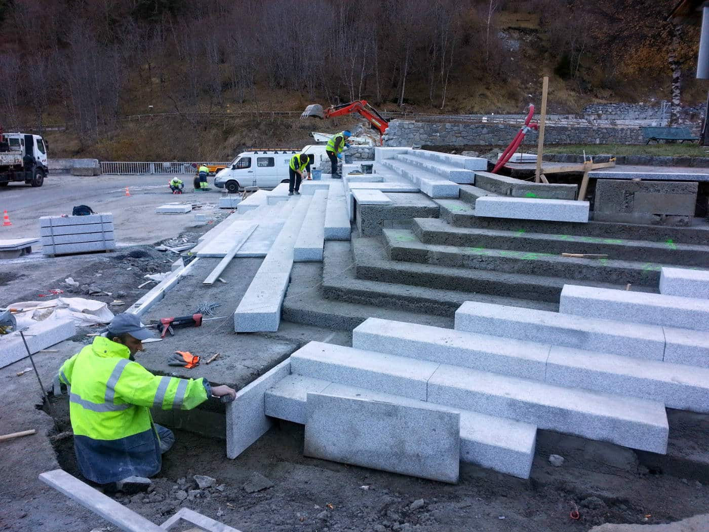 Construction du grand escalier solarium