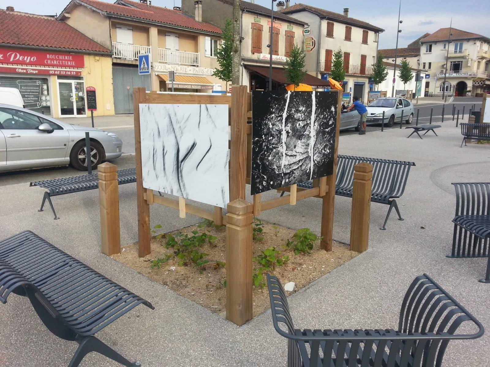 Mobilier et végétation sur la place de la Libération