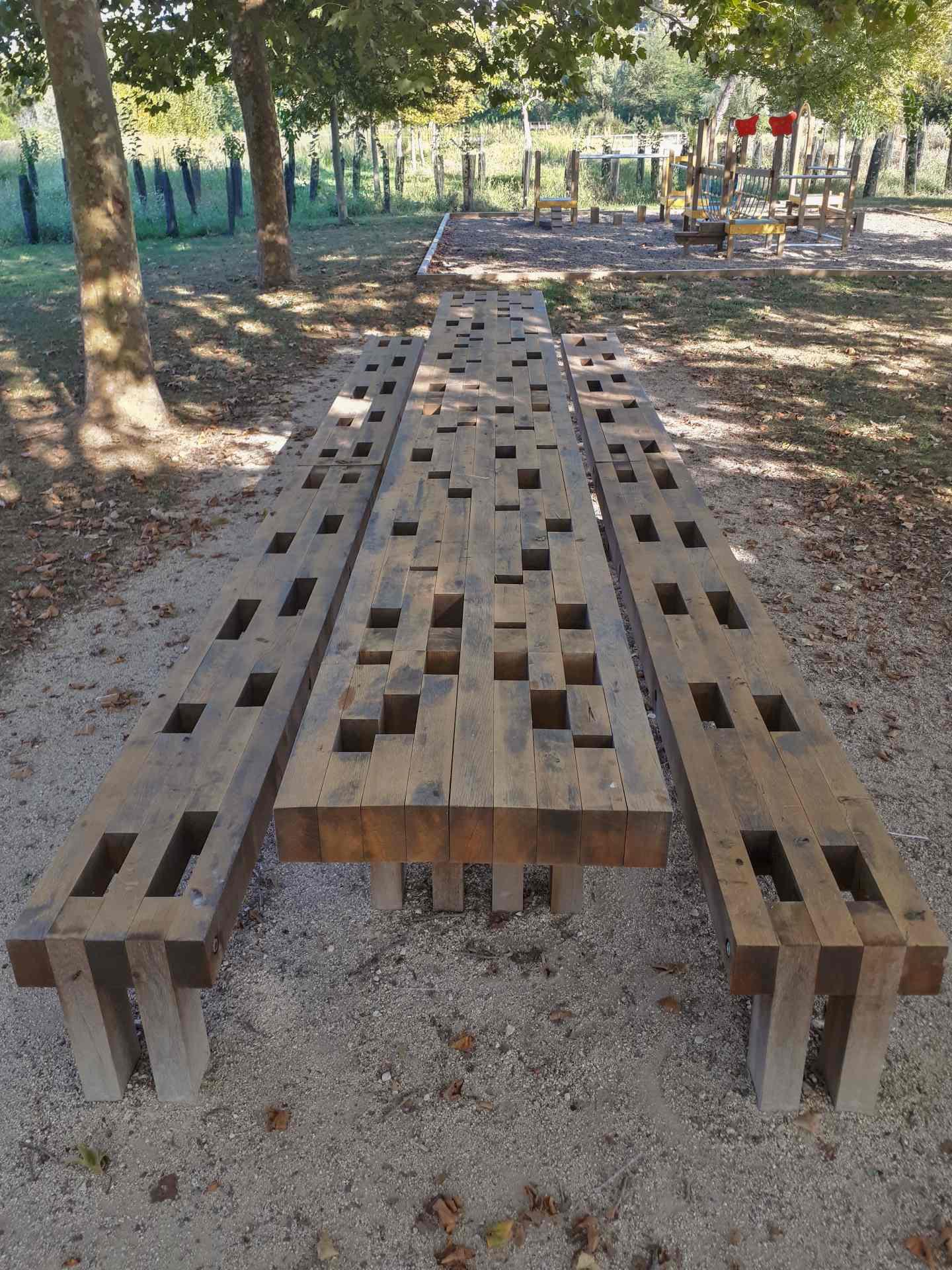 La table de banquet ombrage - mobilier sur mesure (fabrication ESAT)